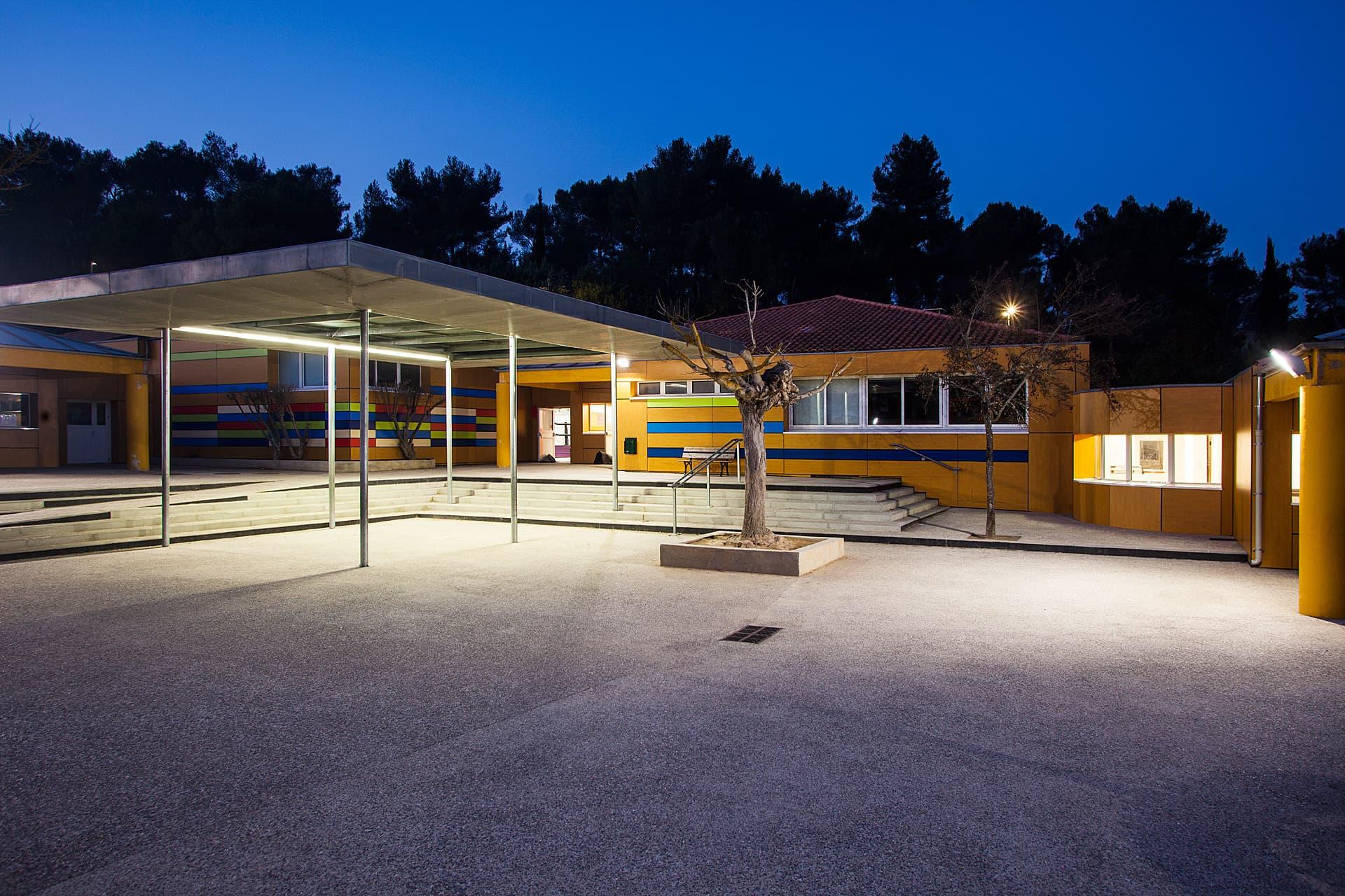 Eclairage de nuit de la cours de L'école ouvriere