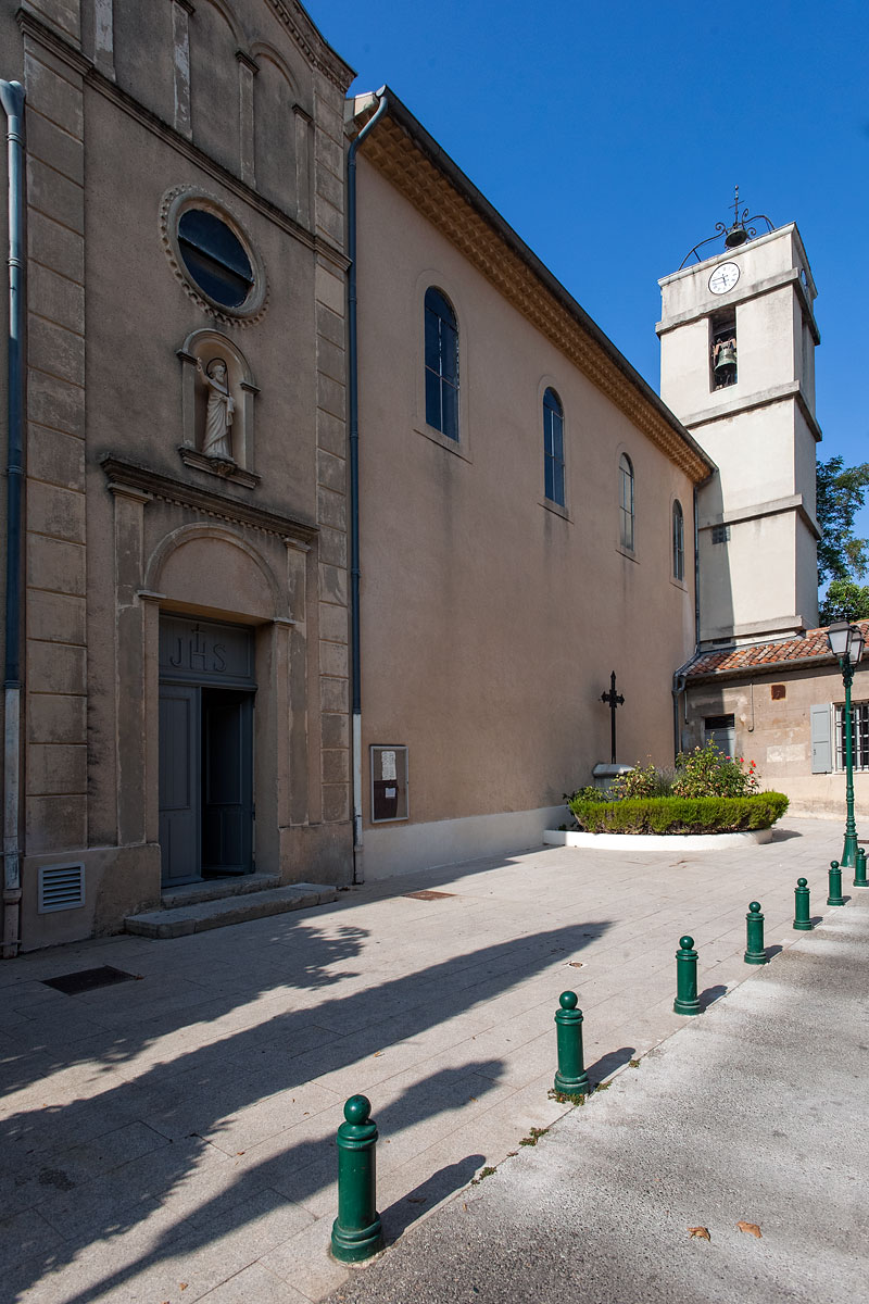 Vue d'extérieur de l'église St Jacques le majeur Greasque