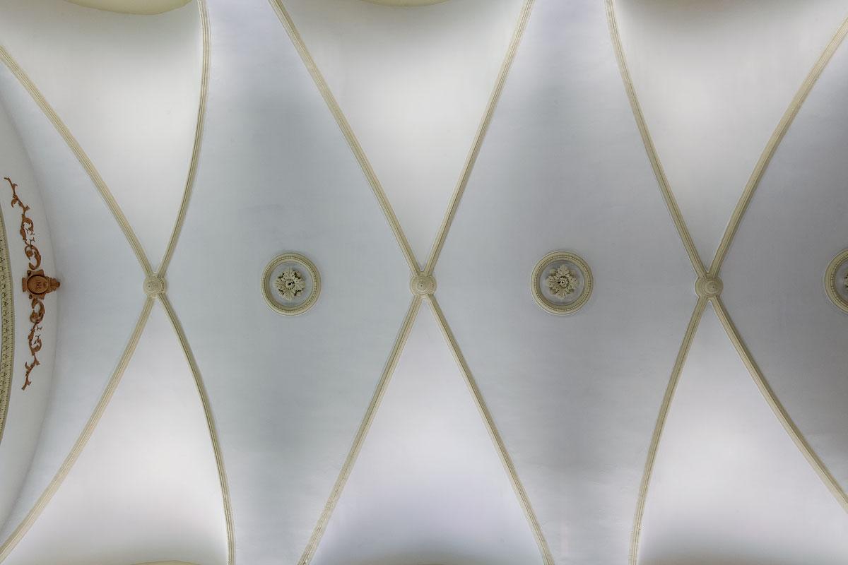 eclairage et dorure du plafond de l'église St Jacques le majeur Greasque