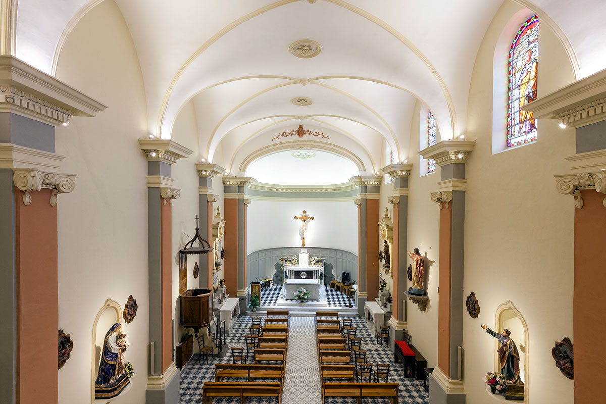 Vue d'ensemble de l'éclairage dans l'église St Jacques le majeur Greasque