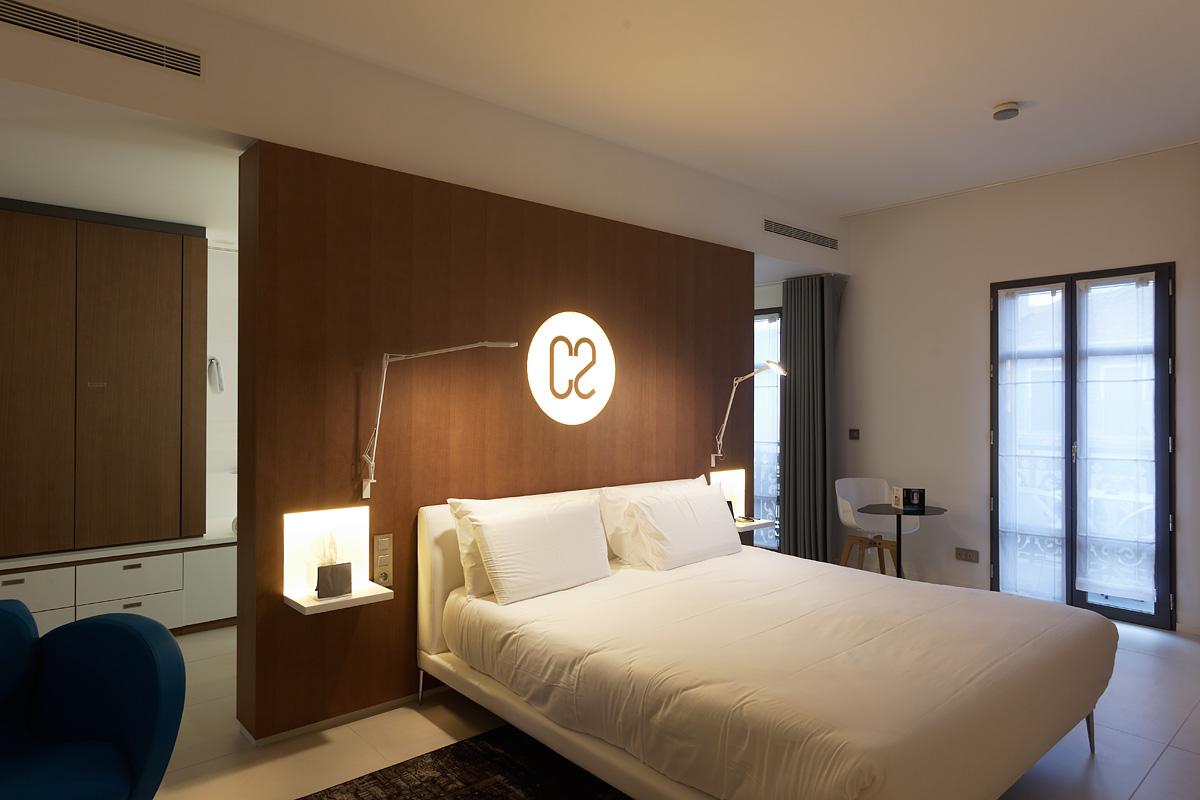 Eclairage d'une chambre de l'hôtel C2 Marseille
