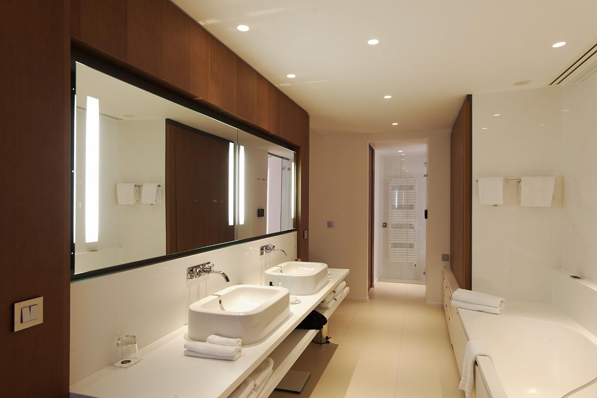 Eclairage d'une salle de bain de l'hôtel C2 Marseille