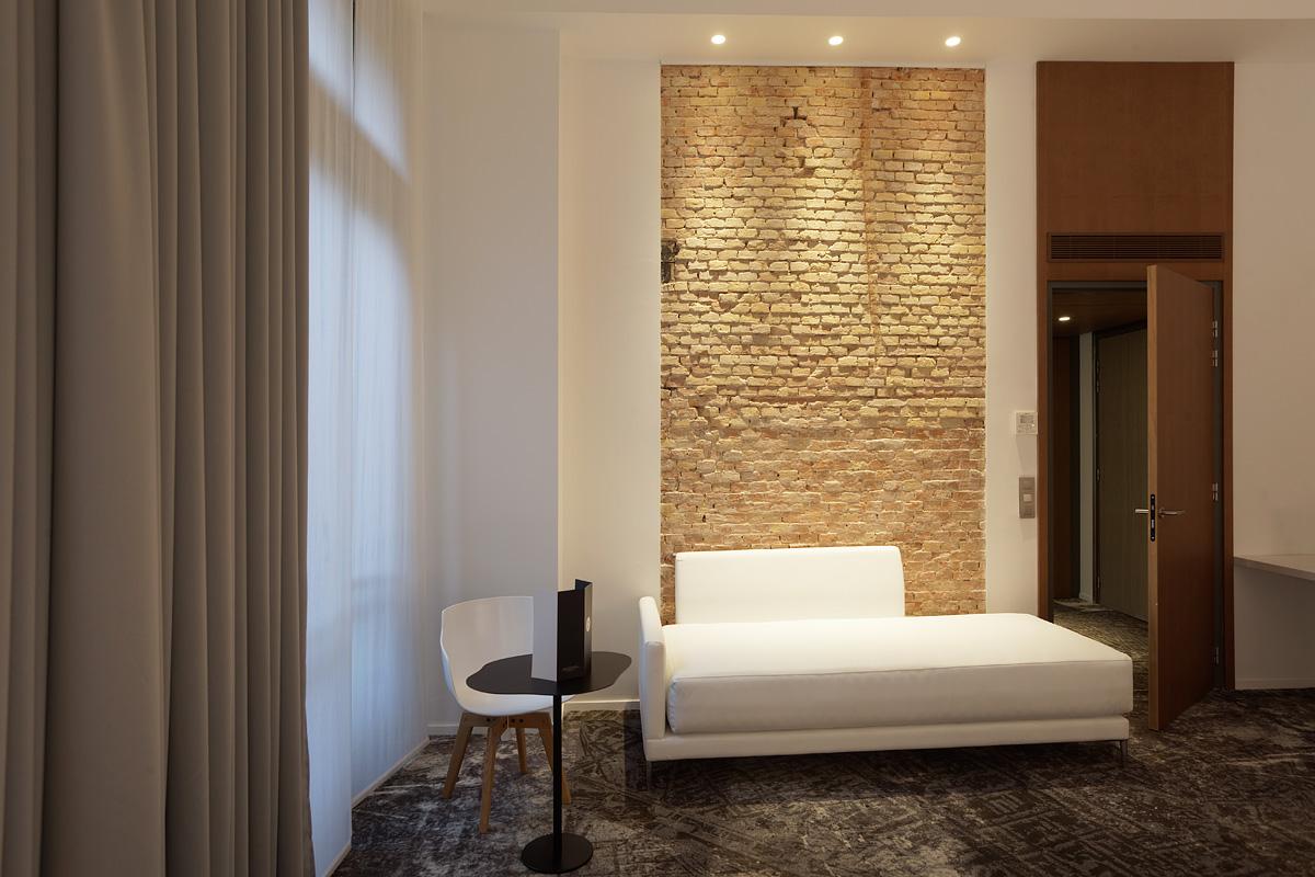 Eclairage d'un petit salon de l'hôtel C2 Marseille