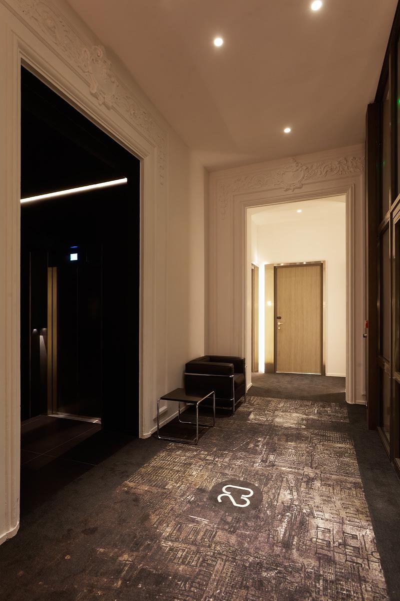 Eclairage d'un couloir de l'hôtel C2 Marseille