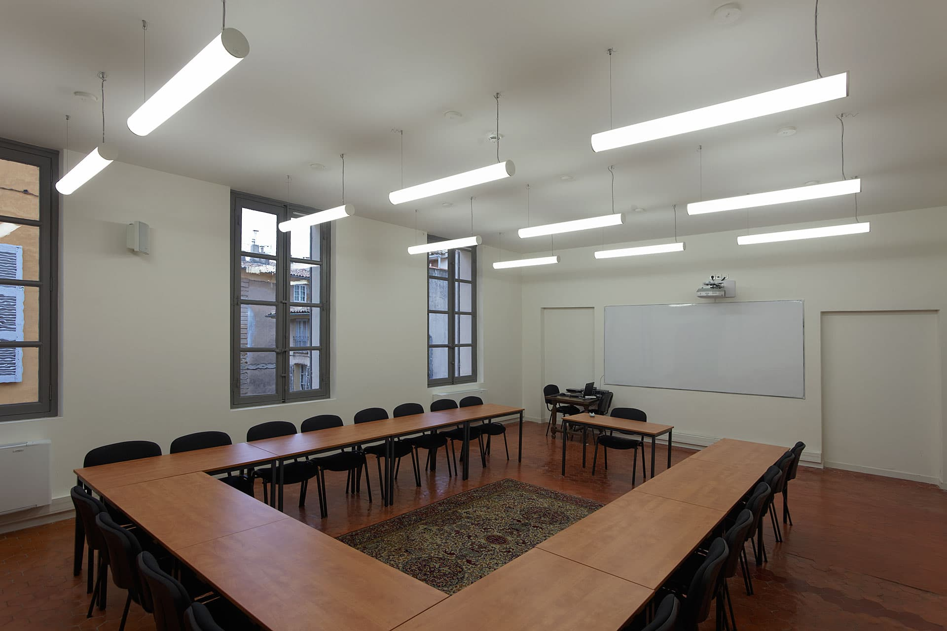 Eclairage d'une salle de classe de l'IAU d'Aix en Provence