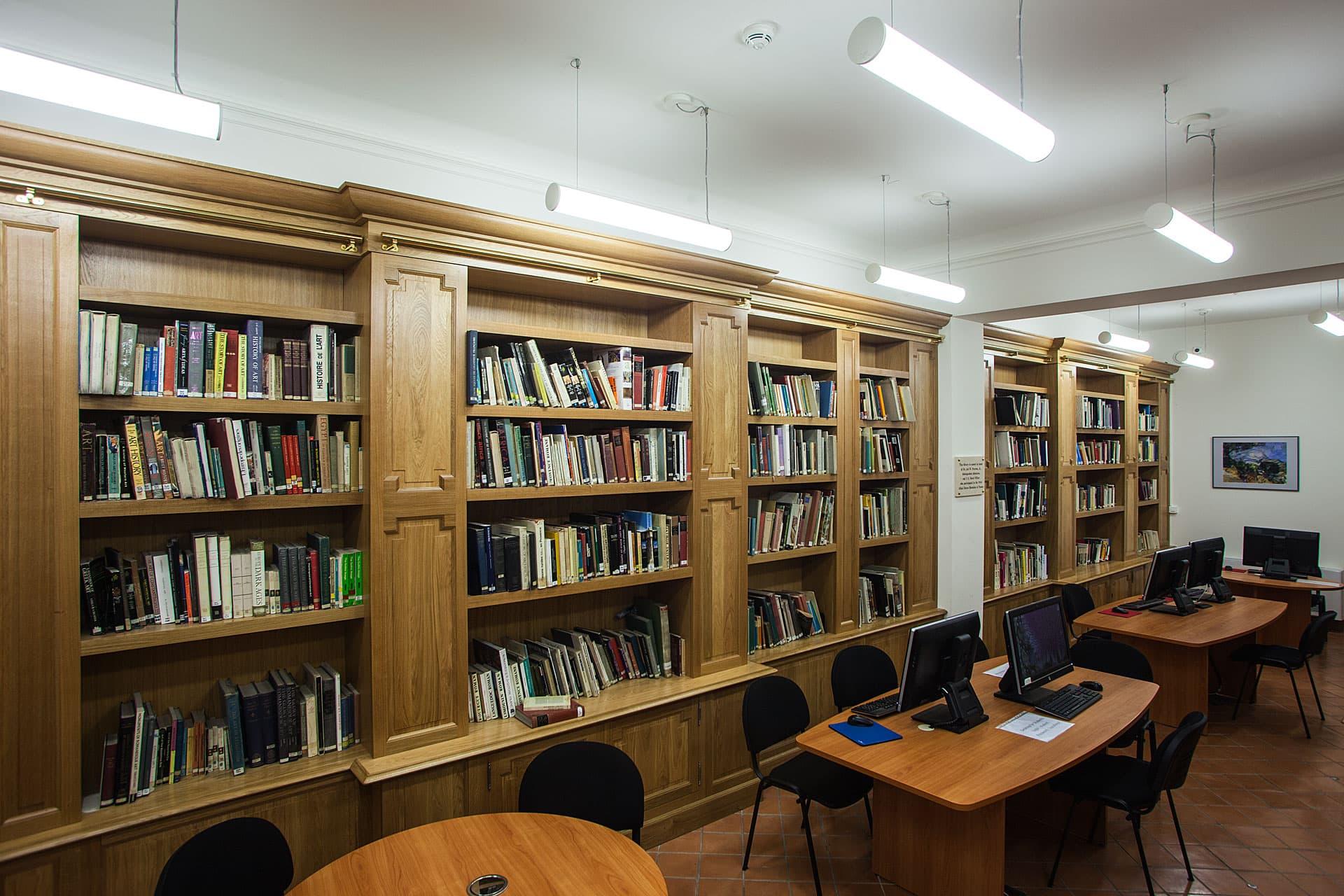 Mise en avant de l'éclairage de l'IAU dans la bibliothèque