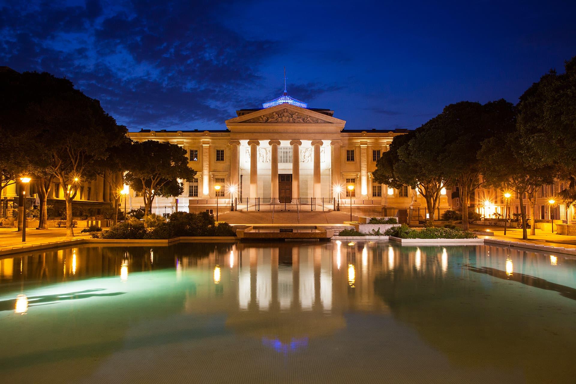 Eclairage extérieur de nuit du Palais de Justice Monthyon Marseille