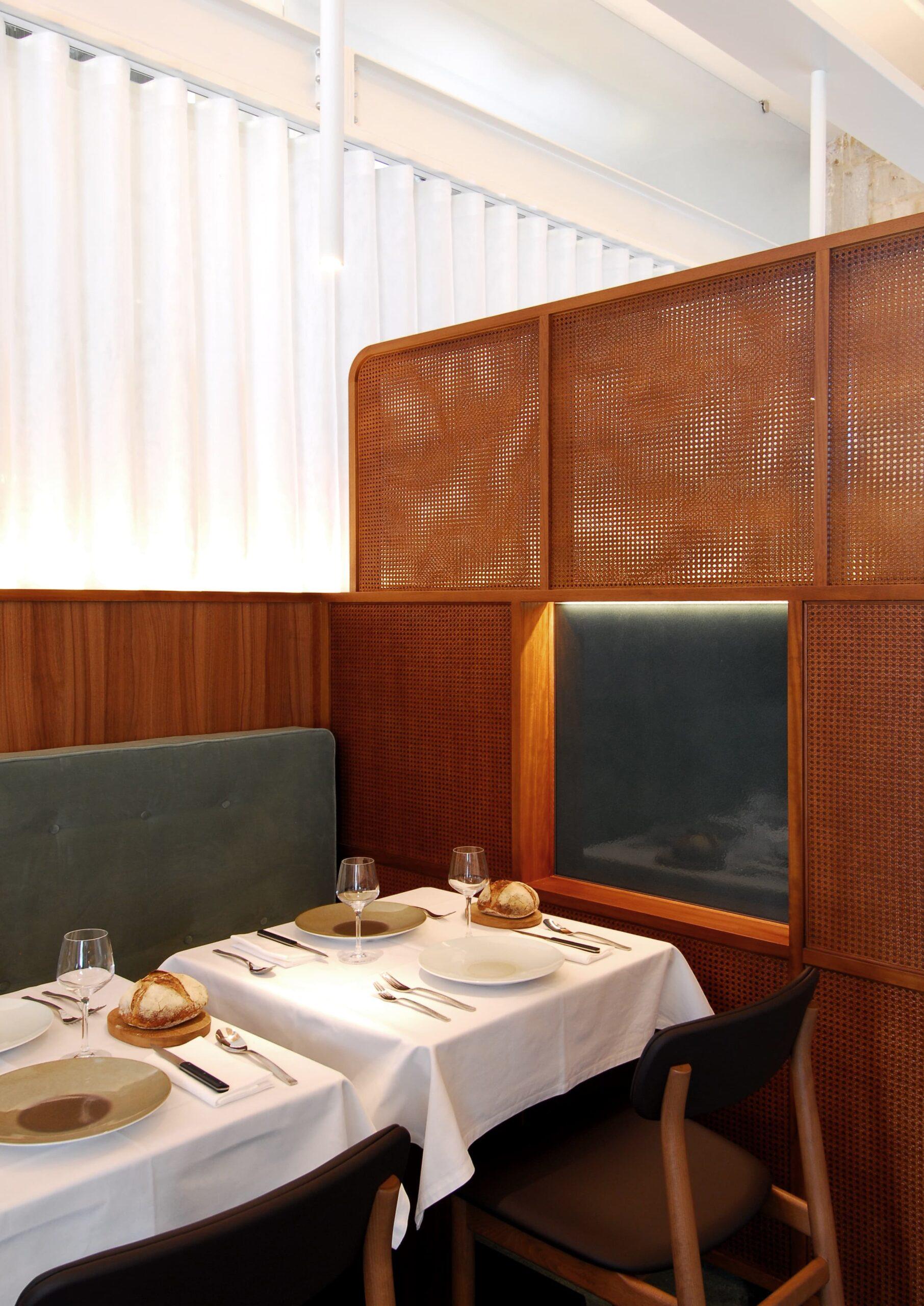 Focus sur l'éclairage des tables du restaurant l'Albertine