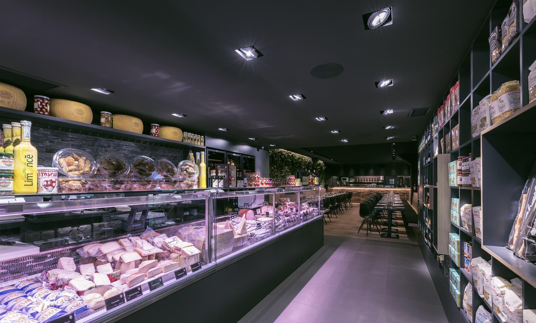 Eclairage du coté épicerie du restaurant L'Italien