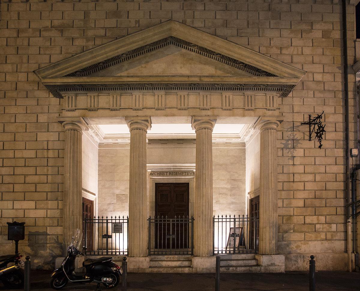 Devanture du Temple Grignan extérieur de nuit