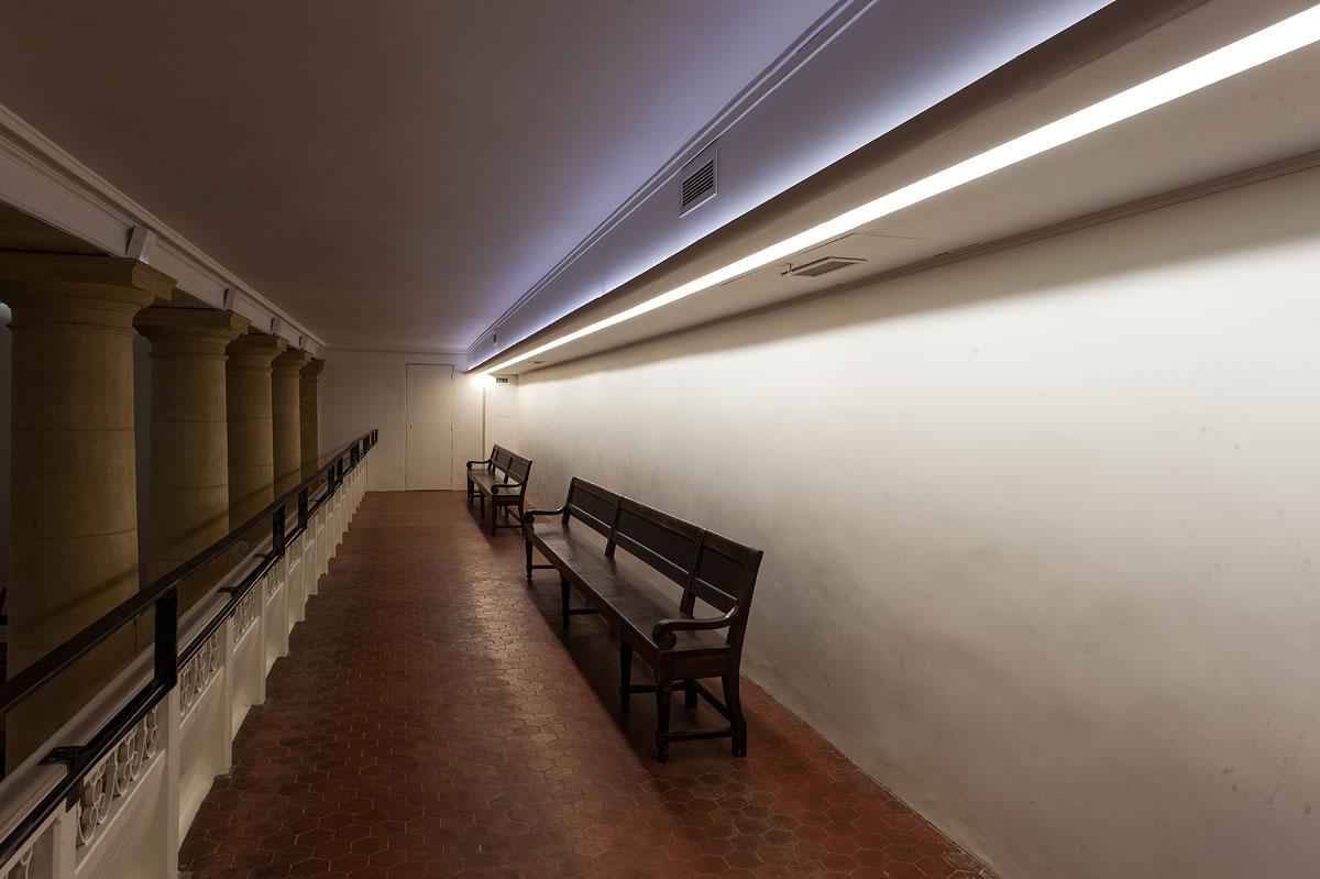 Eclairage d'un couloir dans le temple Grignan
