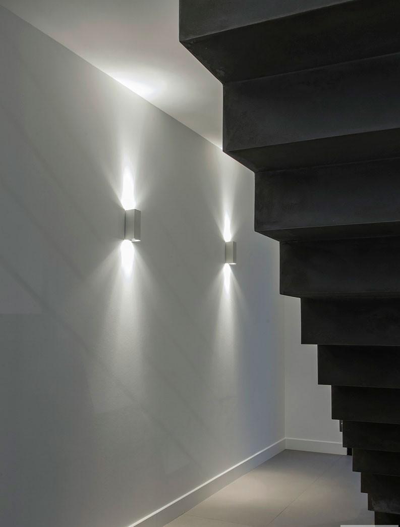 Eclairage graphique e dessous l'escalier de l'appartement India