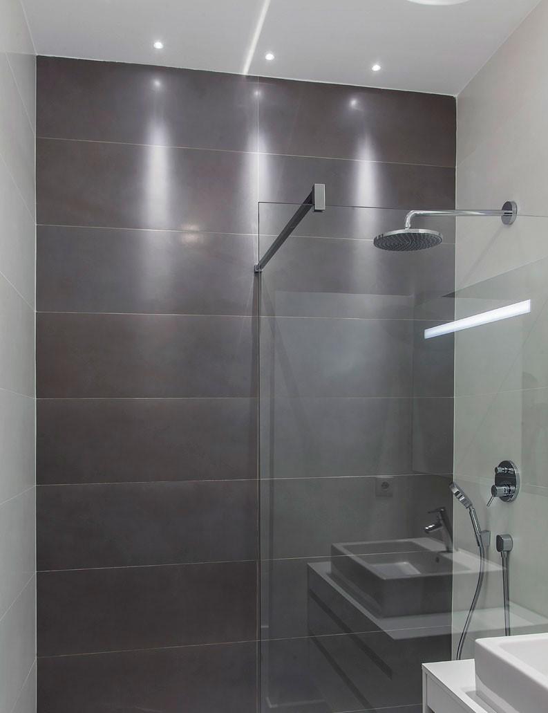 Sport lumineux de la douche de l'appartement India