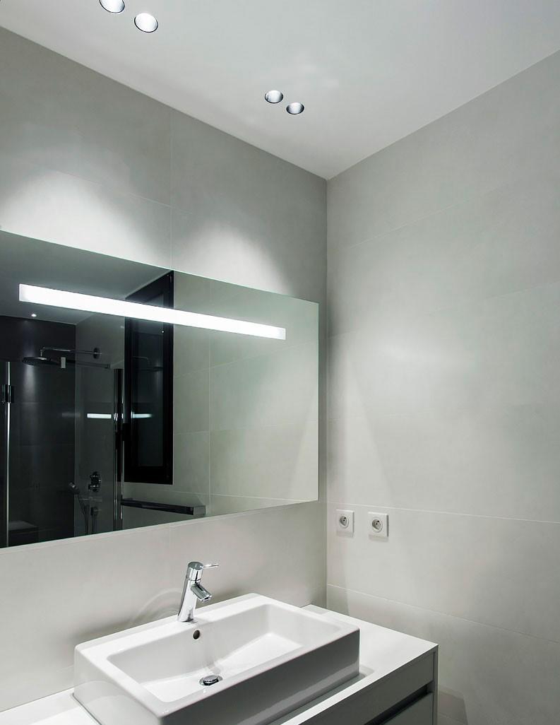Eclairage du miroir de la salle de bain dans l'appartement India