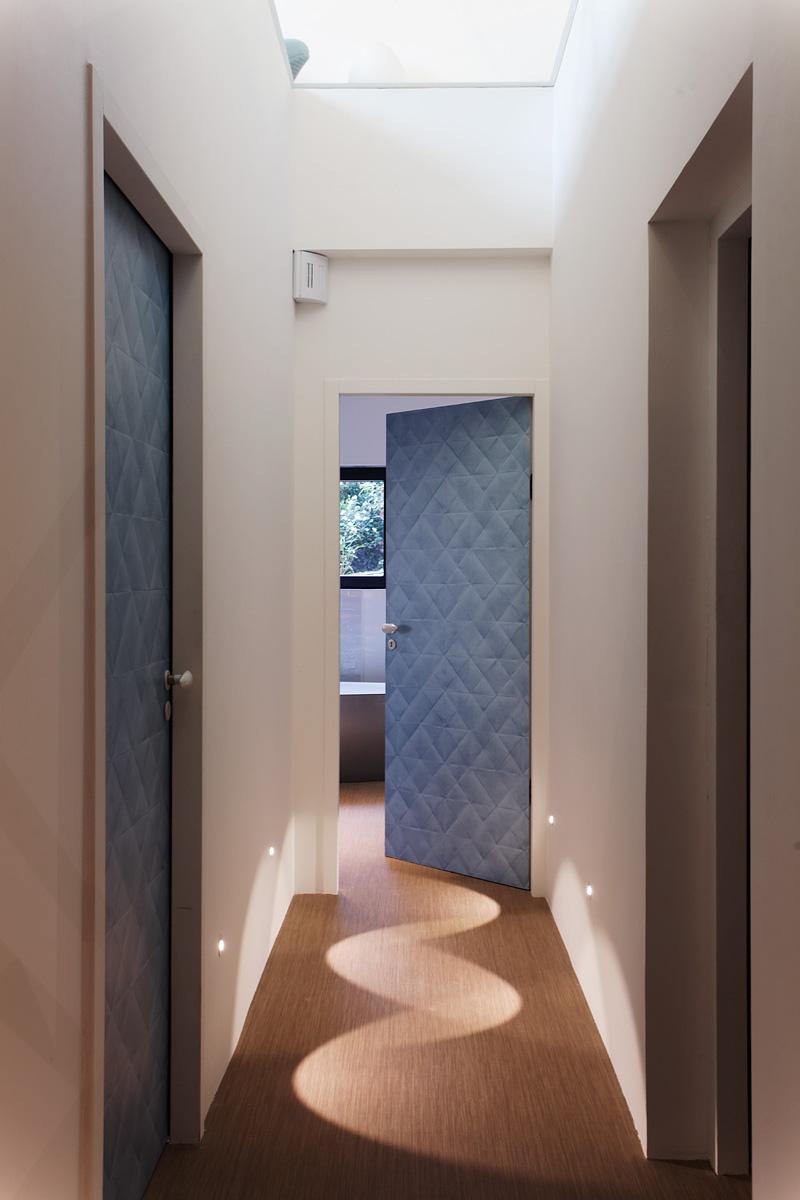 Eclairage d'un couloir de la villa Sierra