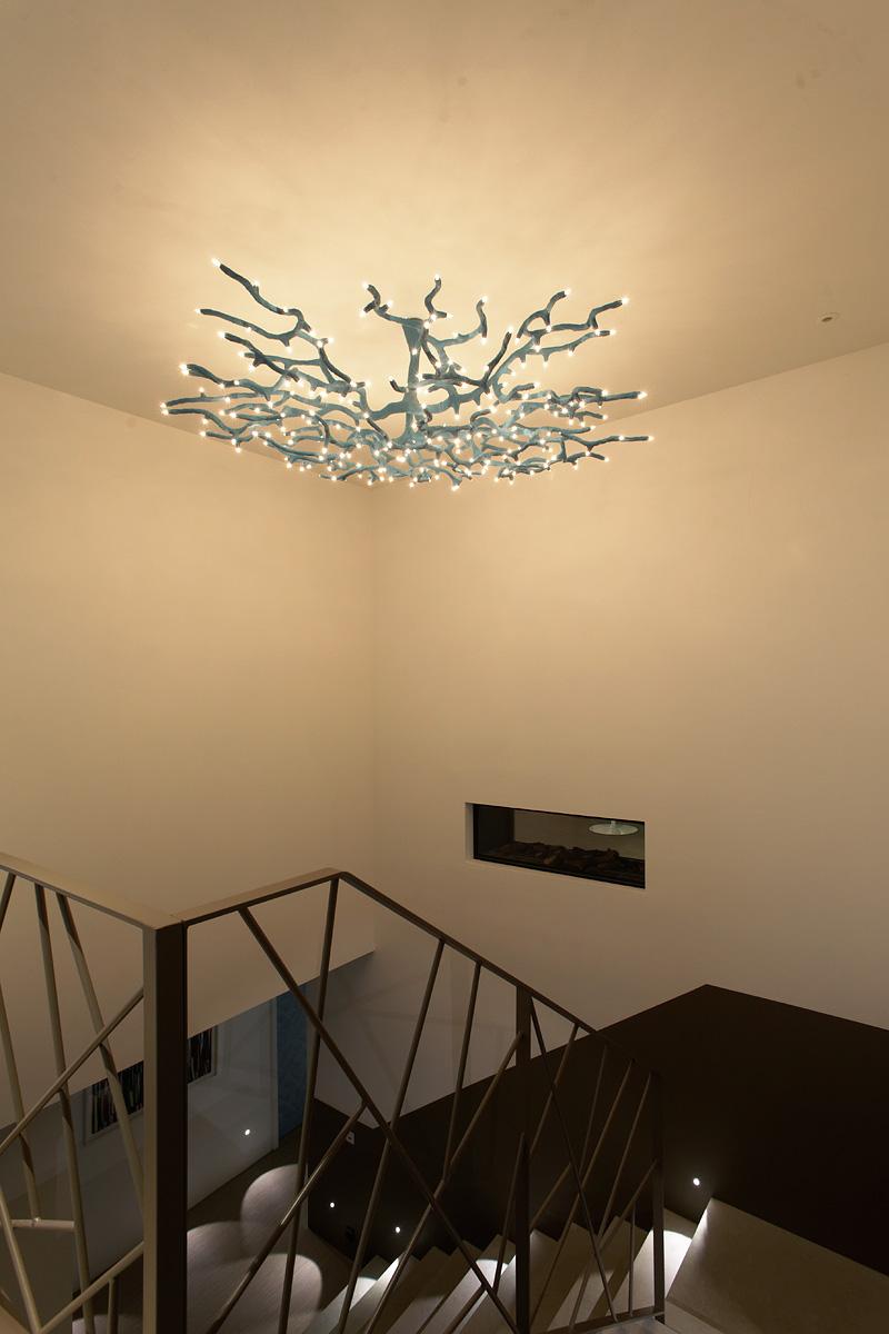Suspension au dessus des escalier de la villa Sierra