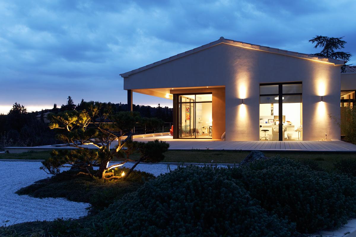 Eclairage extérieur de nuit de la villa sierra