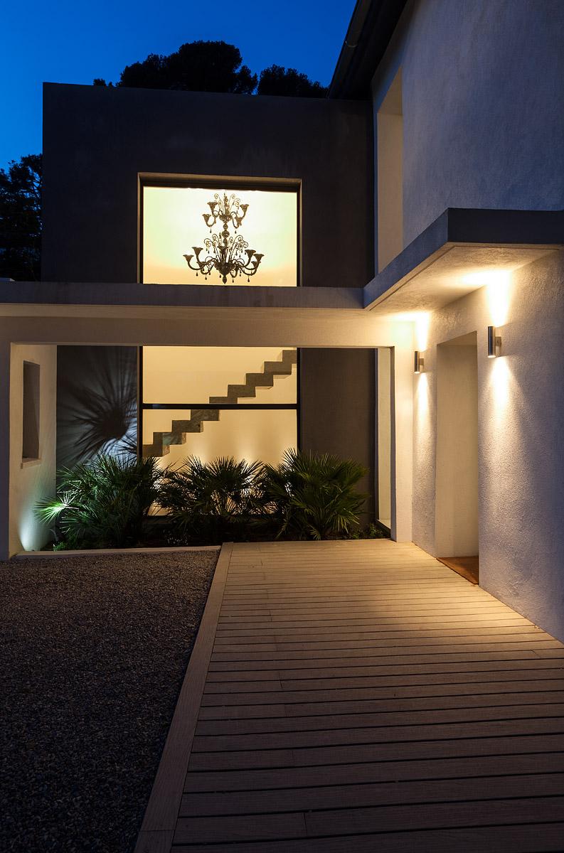 Vue de l'extérieur l'éclairage intérieur e la villa Whisky