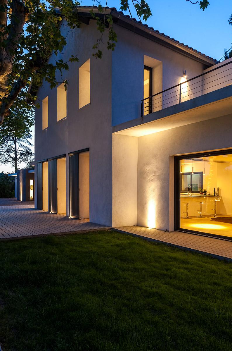 Eclairage extérieur de nuit de la villa whisky avec vue sur l'eclairage intérieur
