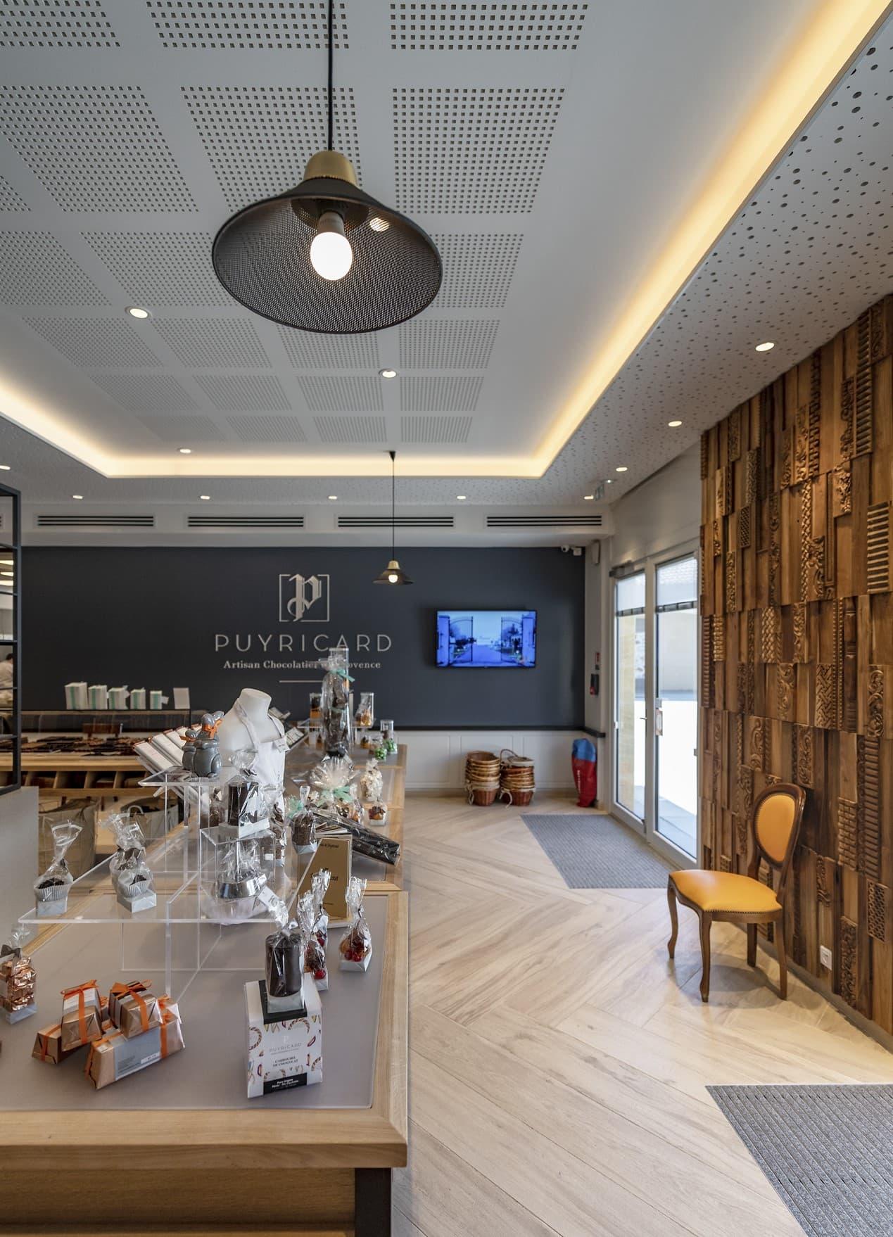 Eclairage de la boutique Puyricard