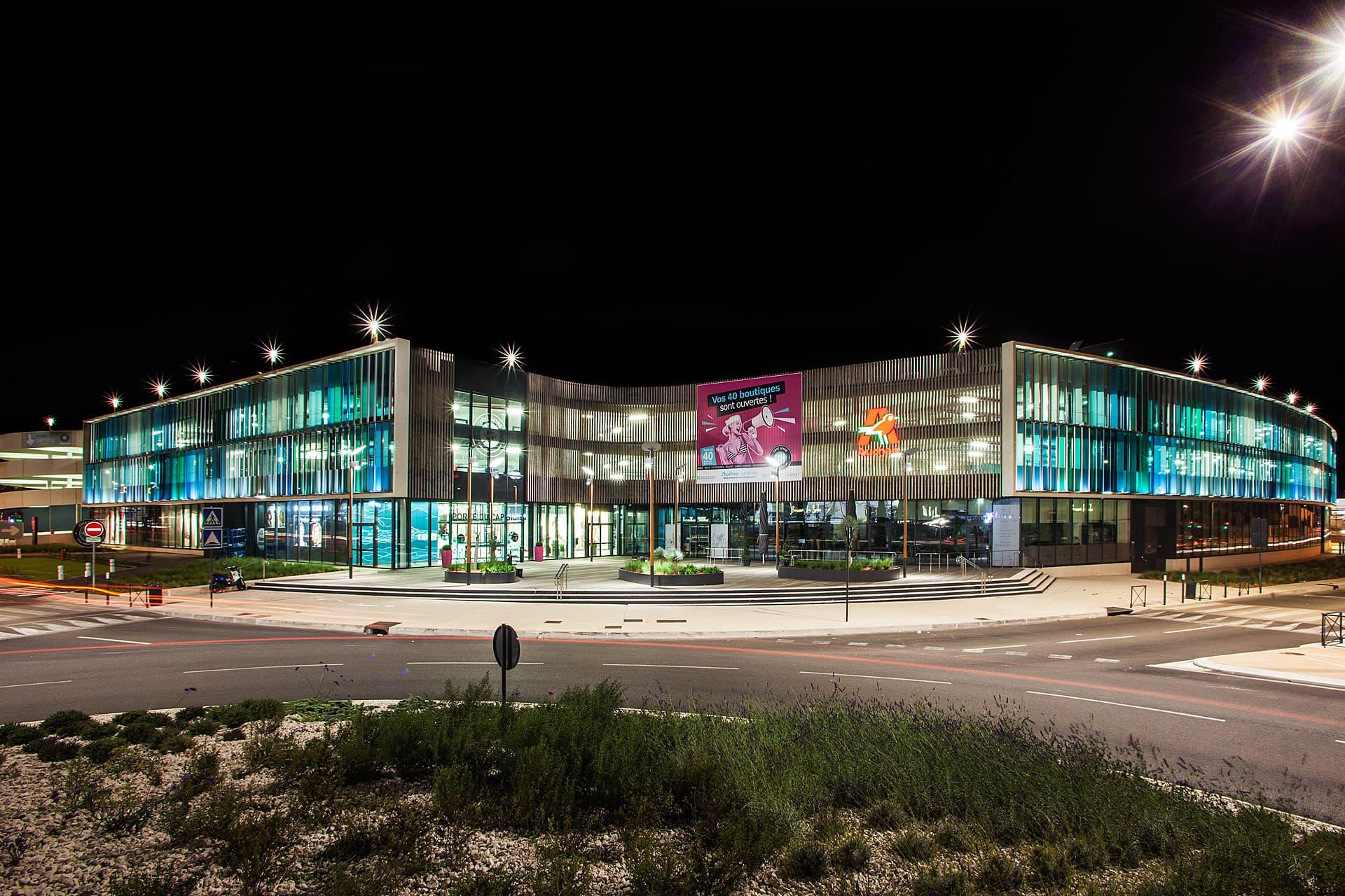 Vue d'ensemble de l'éclairage du centre commerciale Auchan La seyne sur mer