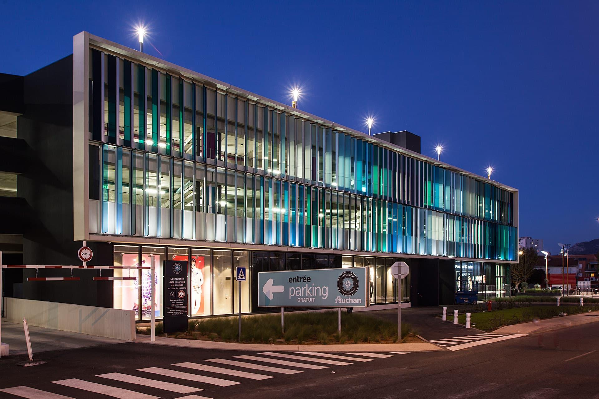 Eclairage extérieur du centre commerciale Auchan La seyne sur mer