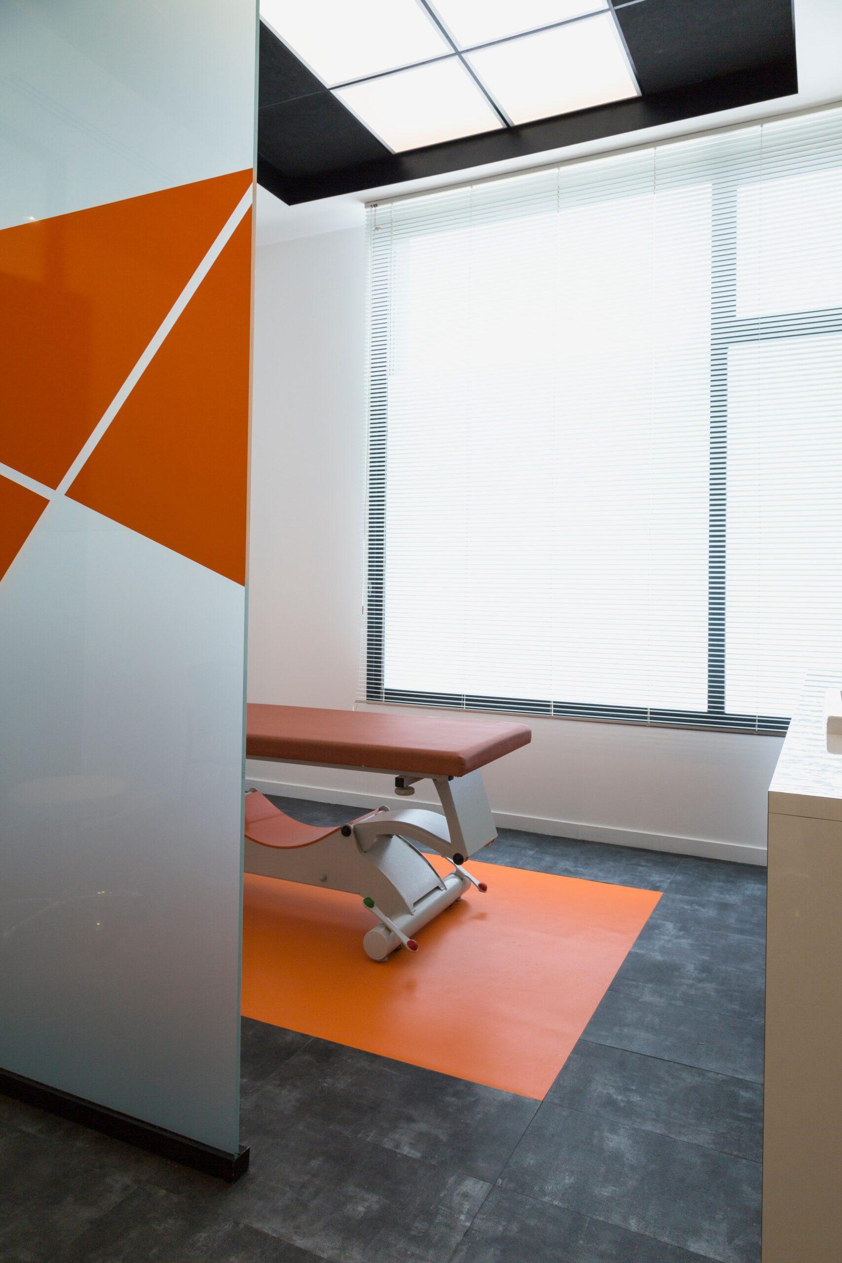 Eclairage d'une salle d'examen du centre médical Cavaillon