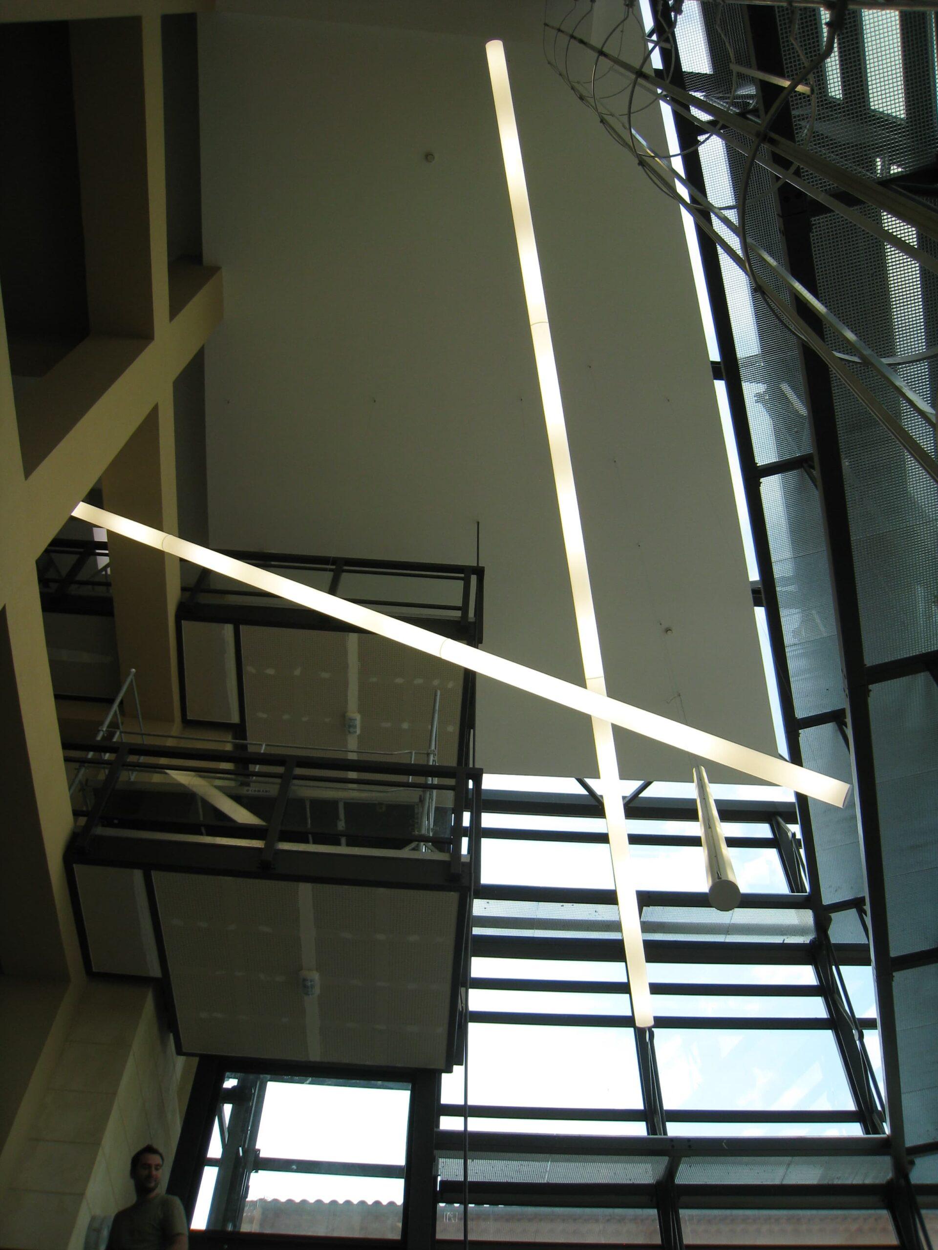 Ligne lumineuse à l'intérieur du château de la buzine