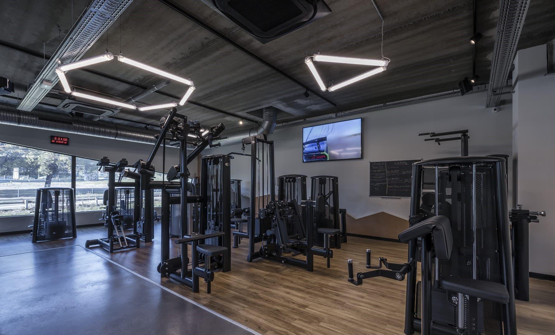 Ligne lumineuse graphique dans la salle de sport Métabolik