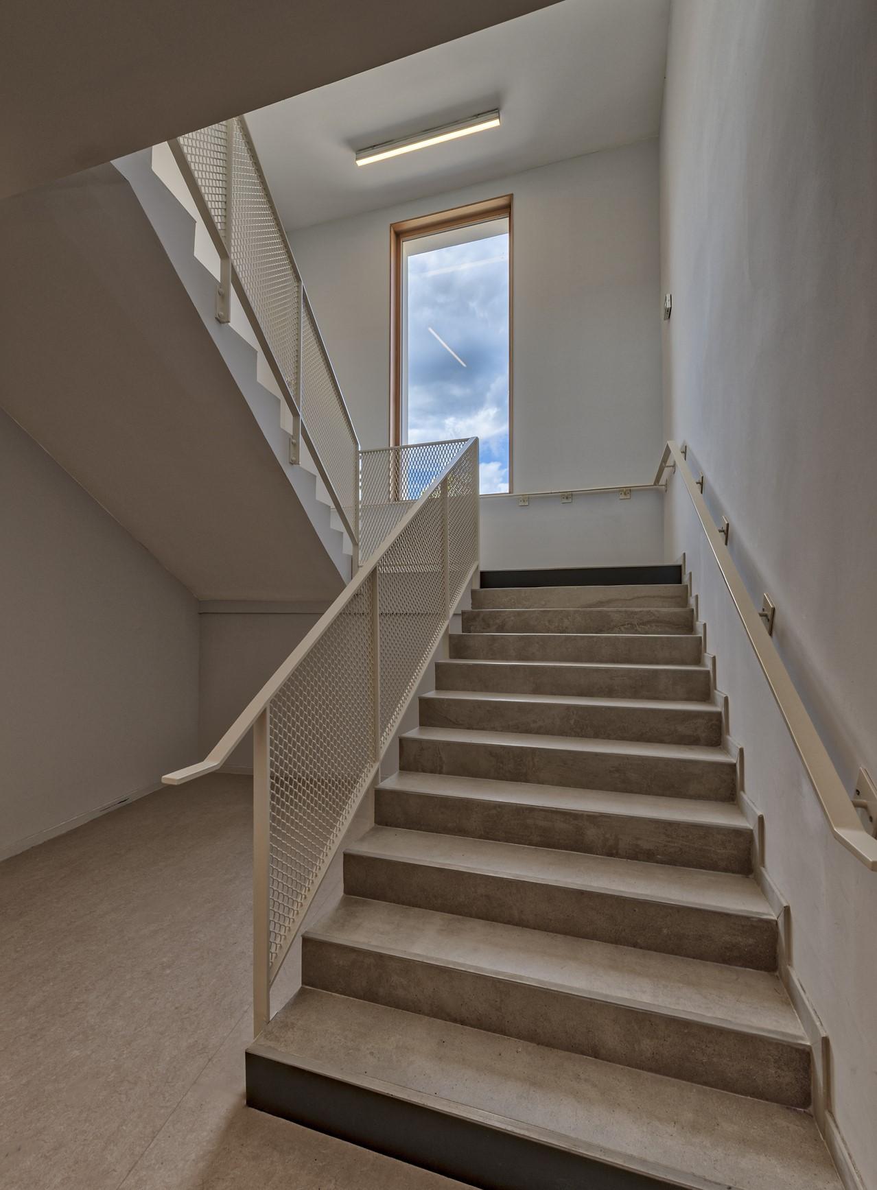 Eclairage de escalier dans l'école Simone Veil