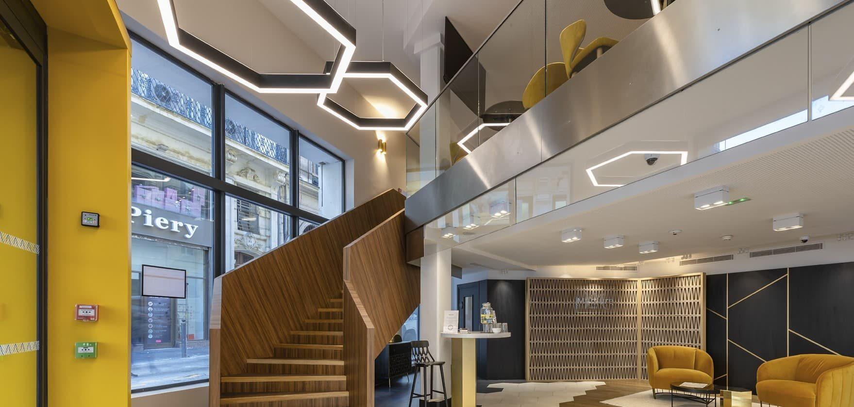 Eclairage de l'escaliers de l'Hôtel Mercure Les Feuillants par des suspensions architecturales