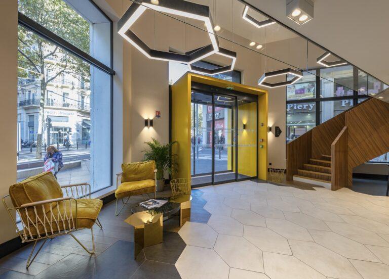 Suspensions architecturales dans le hall d'entrée de l'Hôtel Mercure Les Feuillants