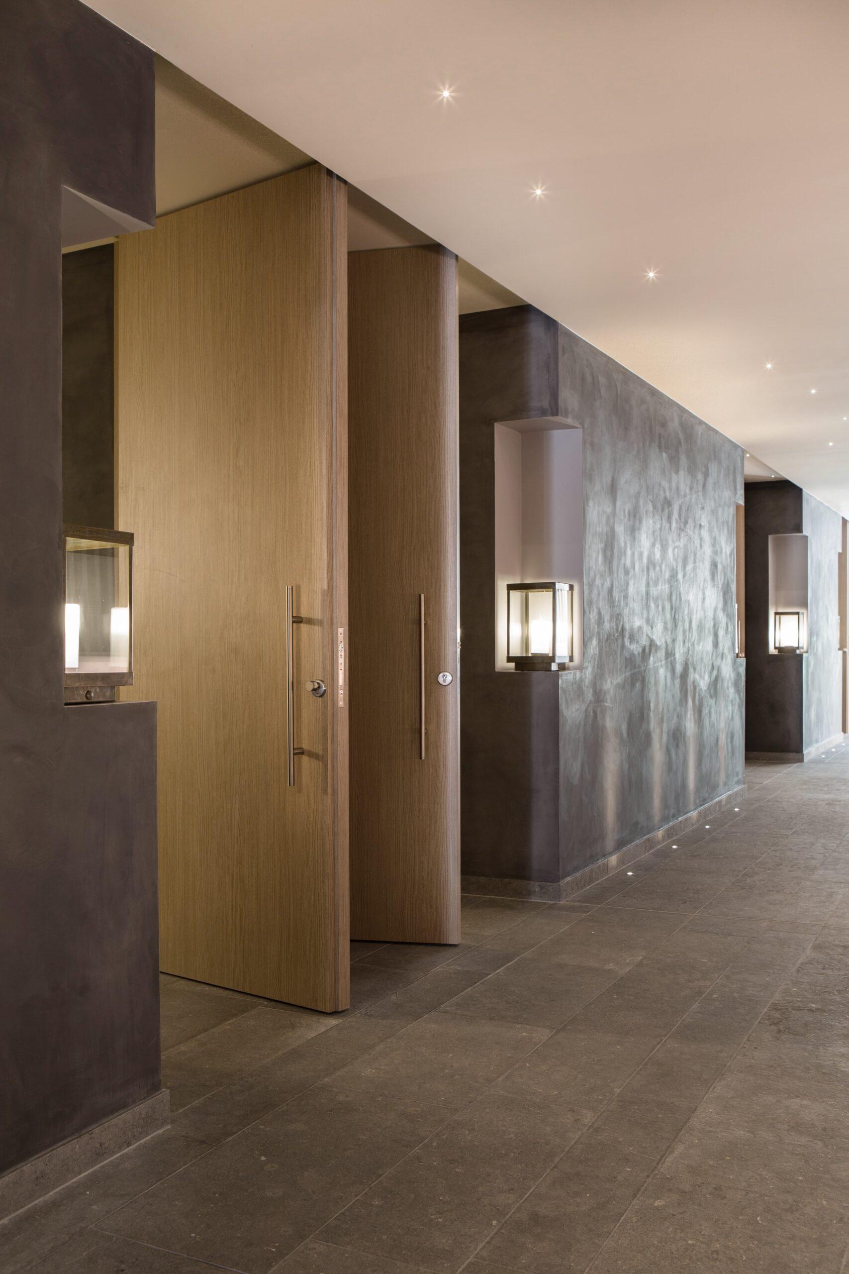 Eclairage d'un couloir de l'Hôtel Spa du Castellet