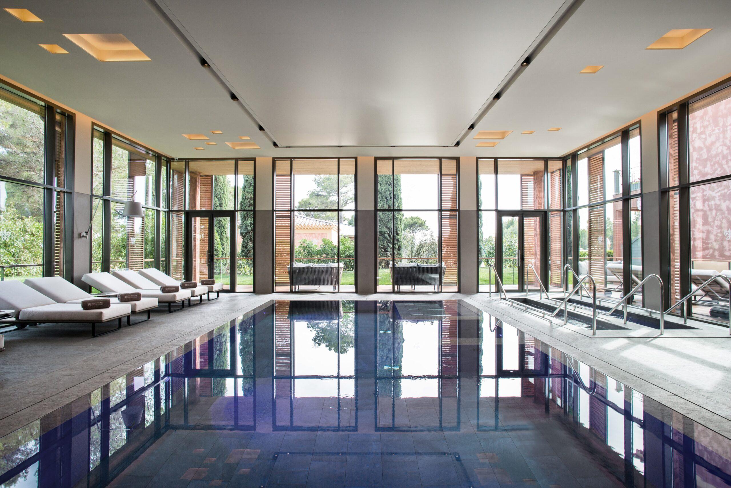 Eclairage de la piscine de l'Hôtel Spa du Castellet