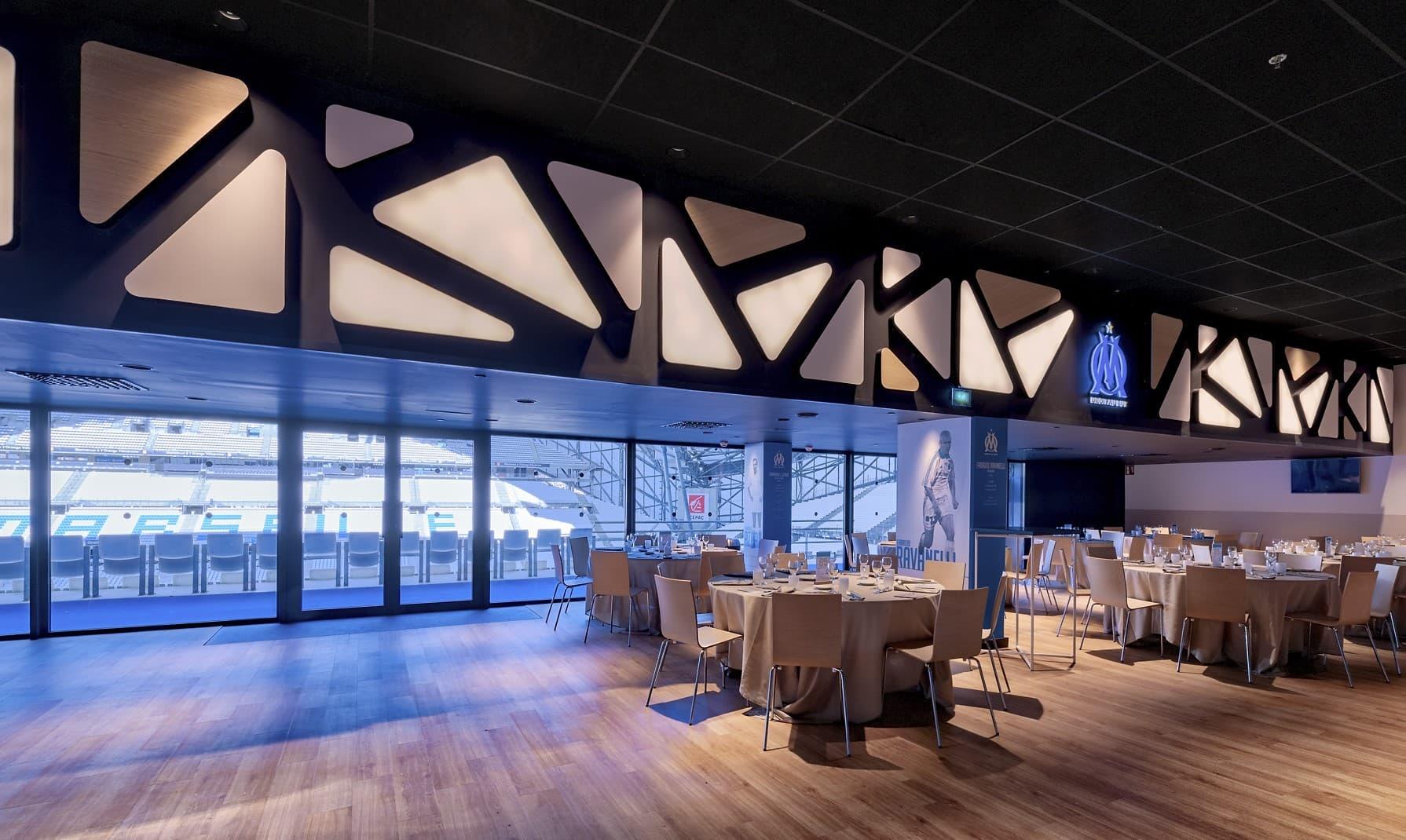 Panneaux lumineux dans l'OM – La Table des Légendes