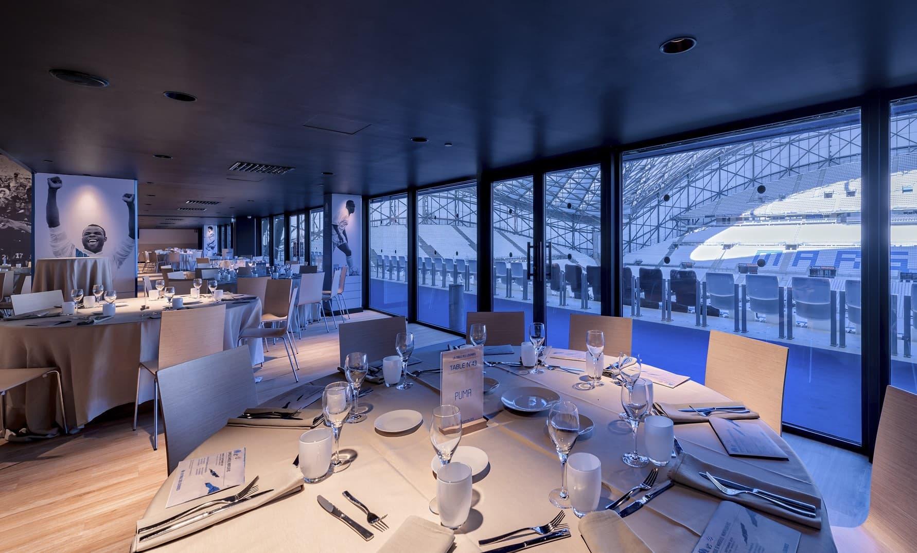 Eclairage d'une table dans l'OM – La Table des Légendes