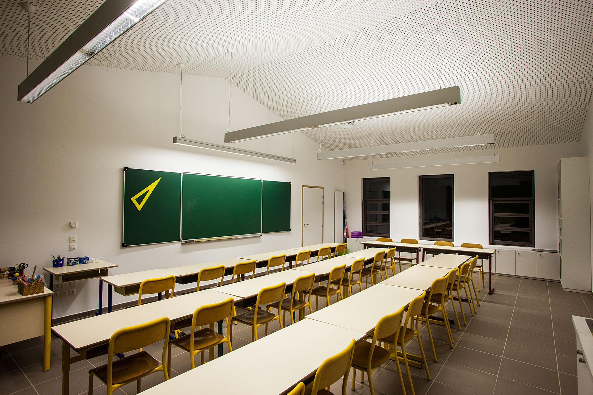 Eclairage d'une classe du Pole enseignement Loisir Jeunesse de Bouc bel air