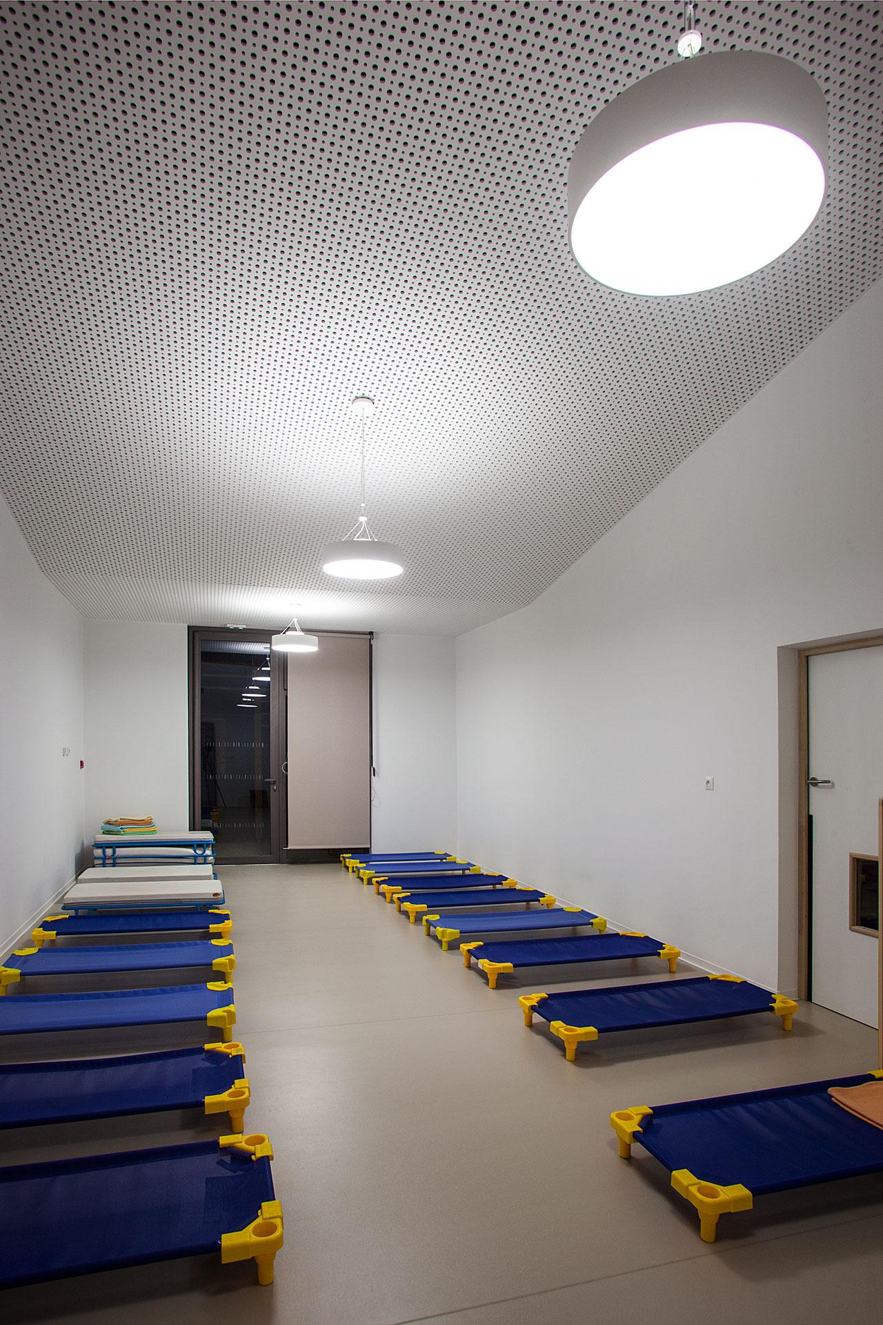 Eclairage d'une salle de sieste du Pole enseignement Loisir Jeunesse de Bouc bel air