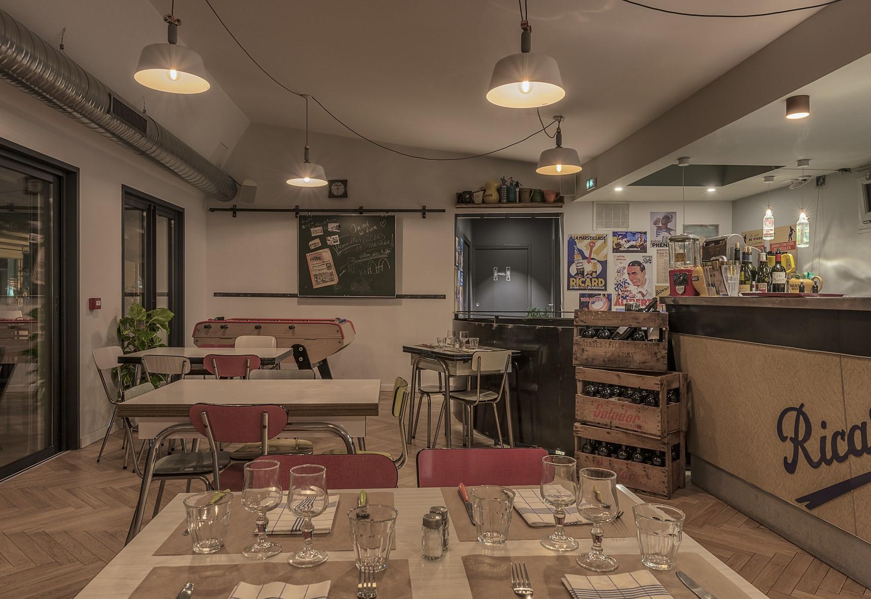 Eclairage de la salle de restaurant du restaurant chez Jeannot
