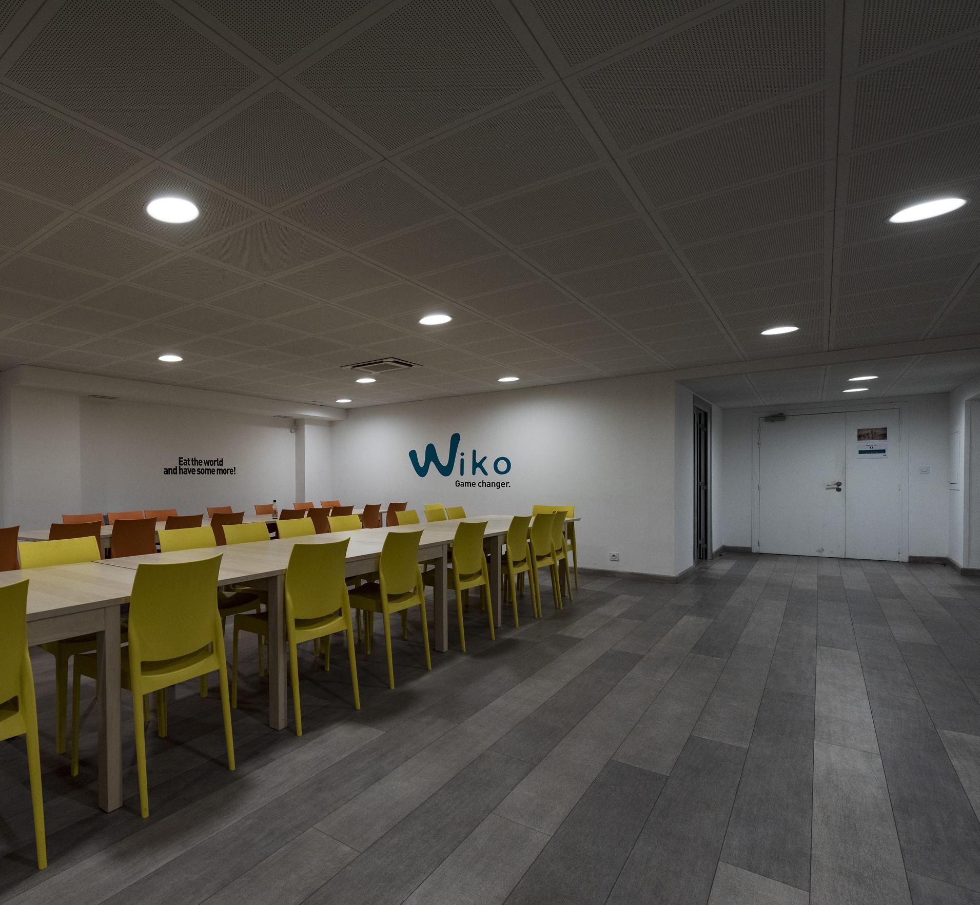 Spots encastrés au siège social de wiko