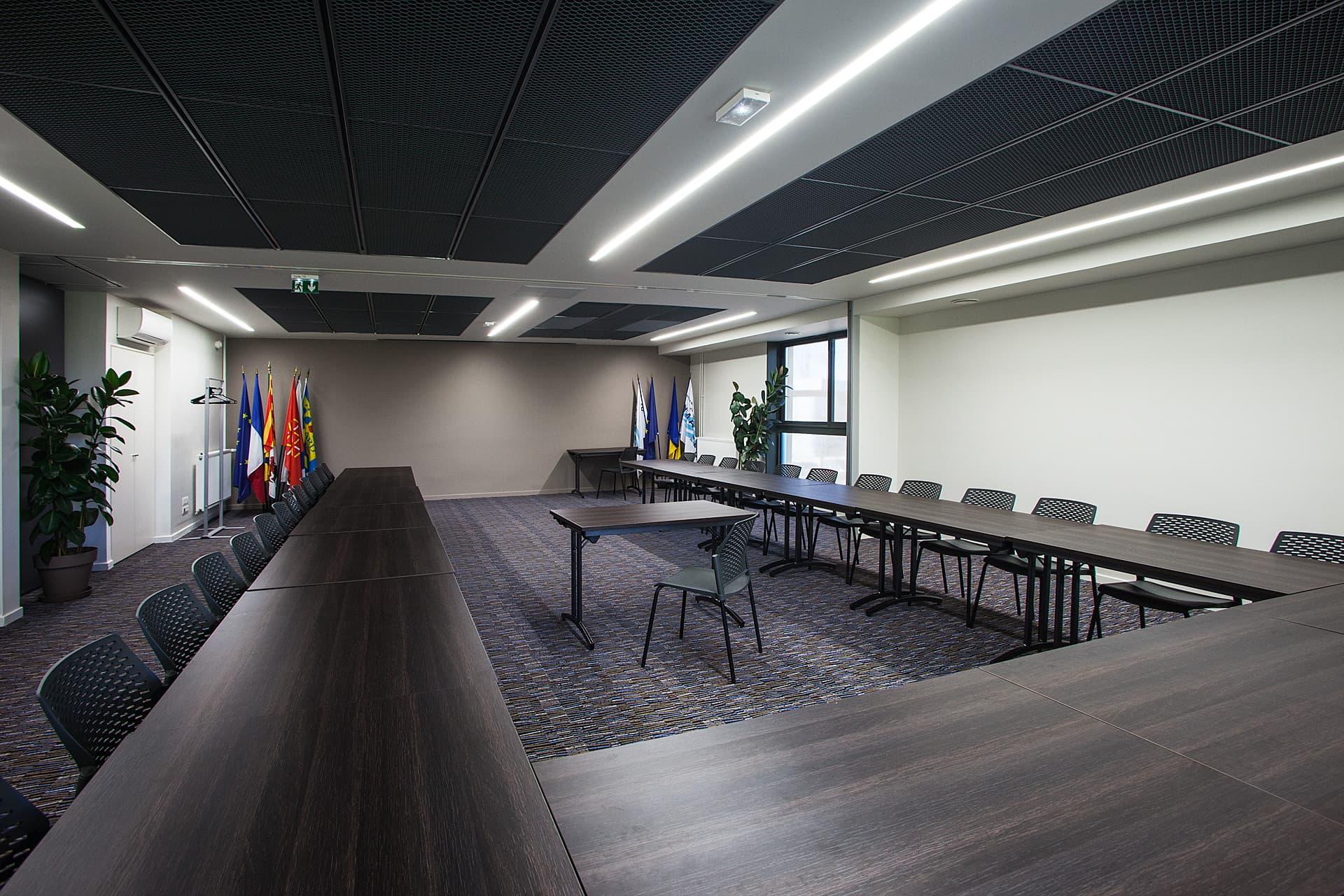 Eclairage d'une salle de réunion du Siège Symadrem