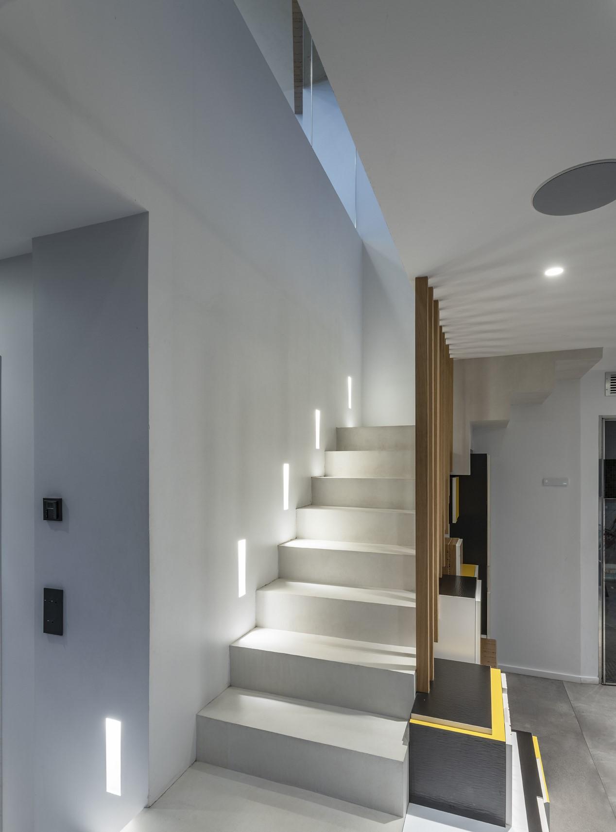 Eclairage LED des escalier dans la villa privée Alpha