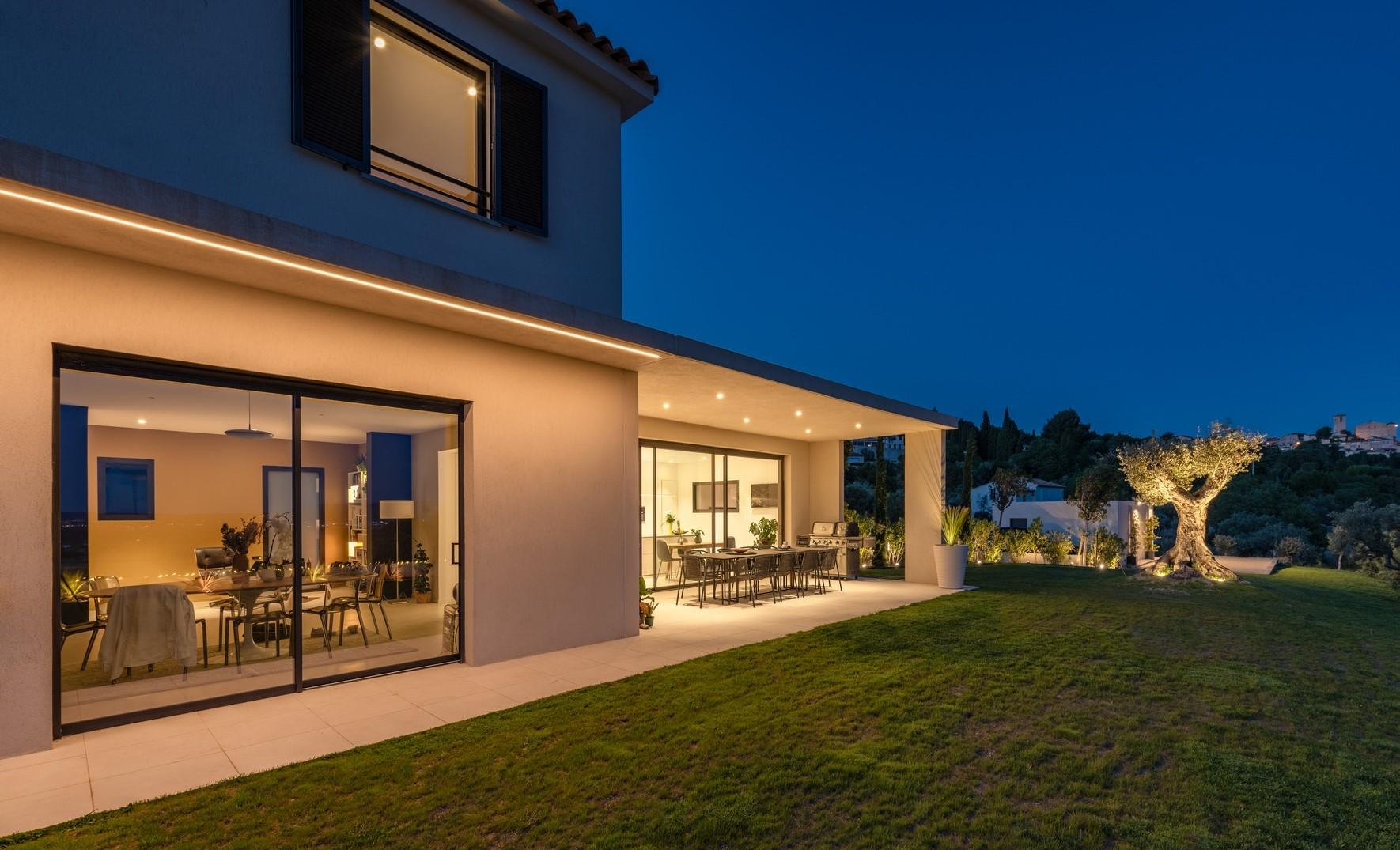 Eclairage de la terrassa couverte de la villa privée Bravo