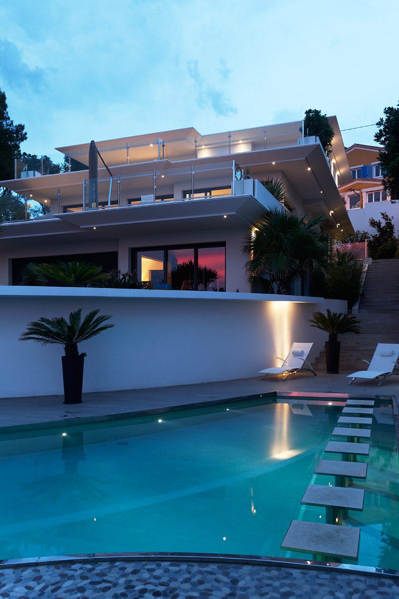 Eclairage de l'extérieur de la villa privée Charlie et de la piscine