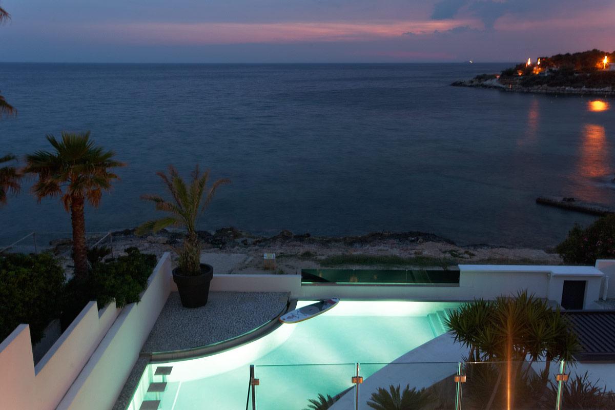 Eclairage de la piscine de la villa privée Charlie
