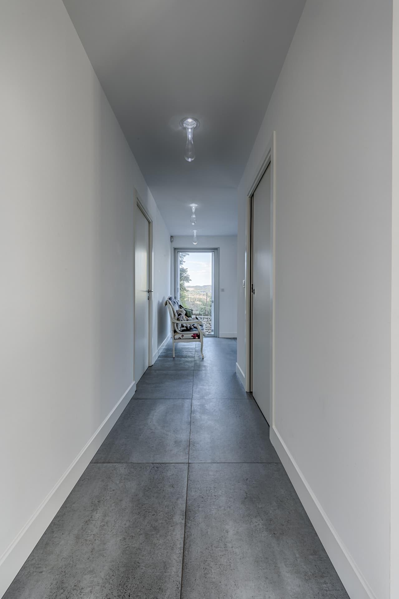 Eclairage du couloire de la villa privée Echo