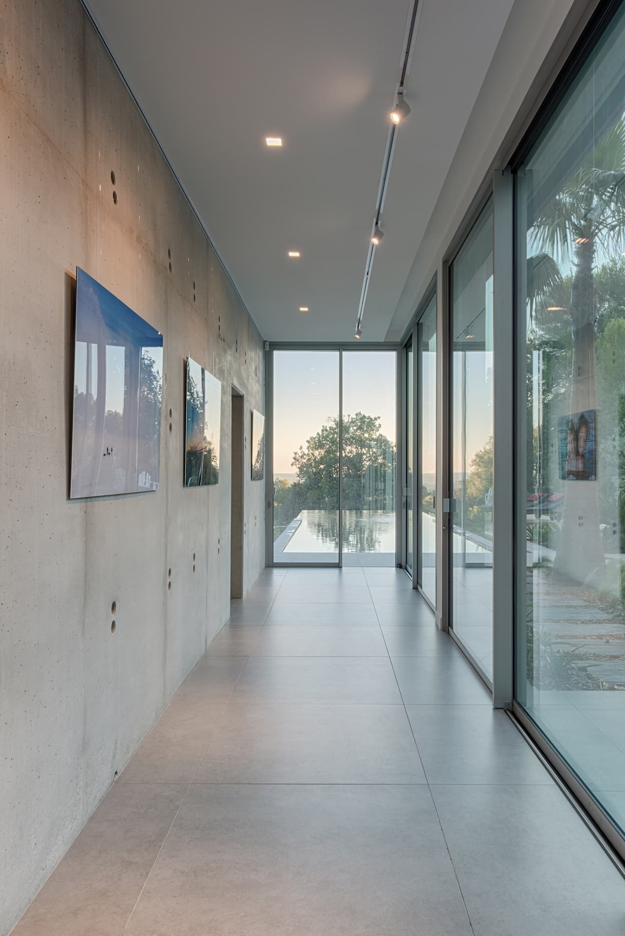 Eclairage d'un couloire de la villa privée Lima