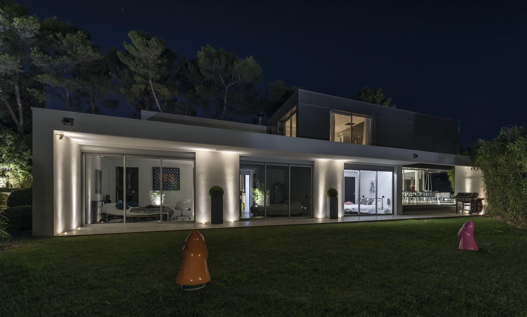 Eclairage arrière de la villa privée roméo