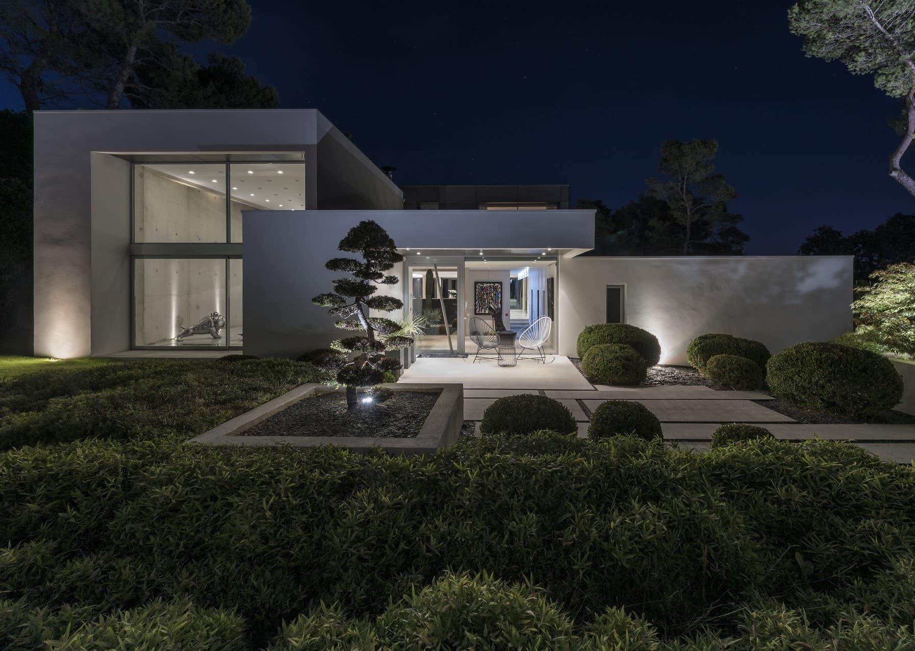 eclairage des jardin de la villa privée Roméo