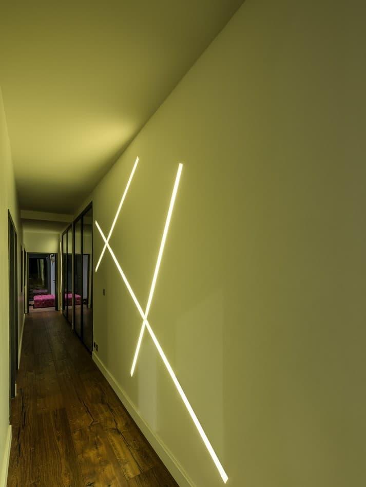 Ligne lumineuse LED dans la villa privée Tango